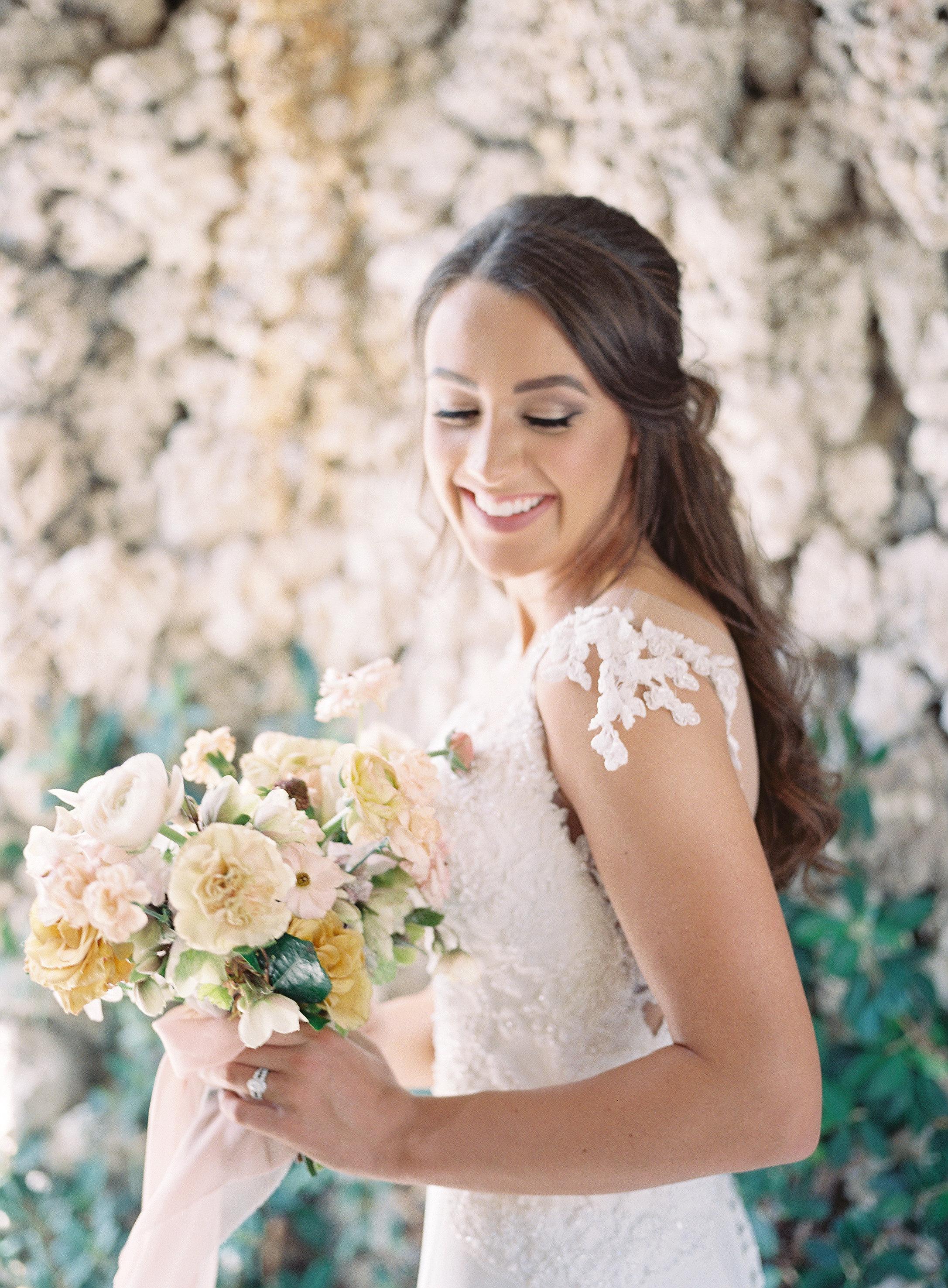 jessica-zimmerman-bridal-portraits-miami-bouquet.jpg