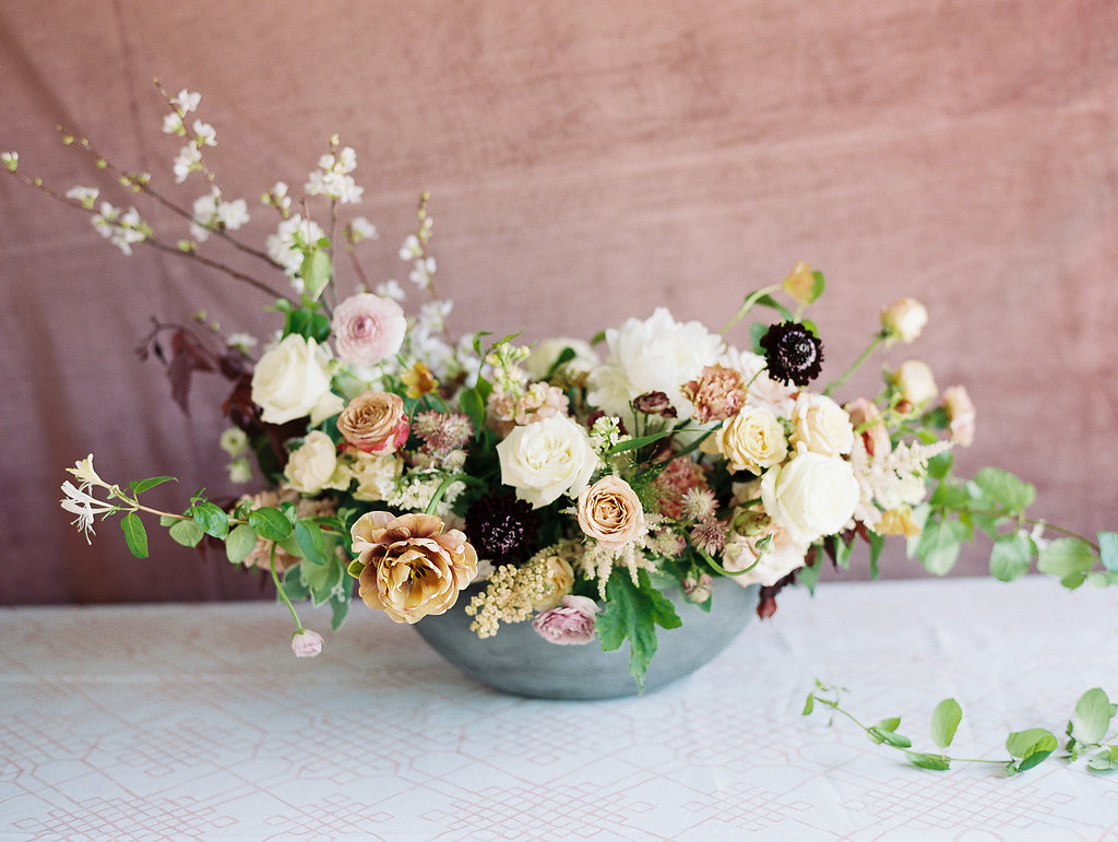 jessica-zimmerman-geometric-wedding-organic-arrangement.jpg