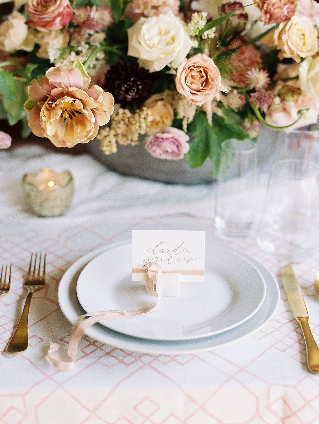 jessica-zimmerman-geometric-tablescape-place-setting.jpg