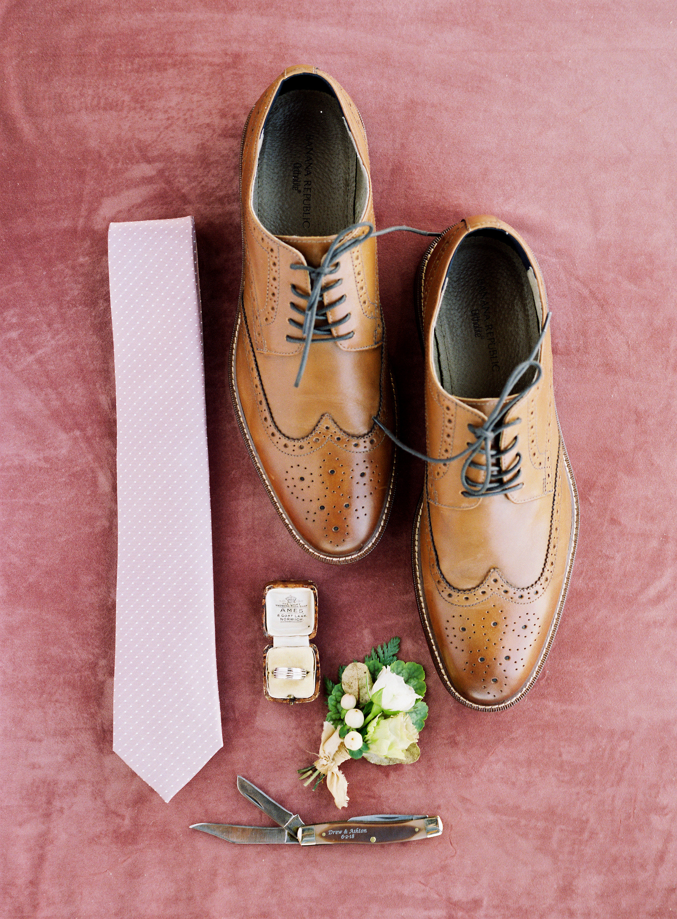 jessica-zimmerman-events-arkansas-mountain-wedding-groom-details.jpg