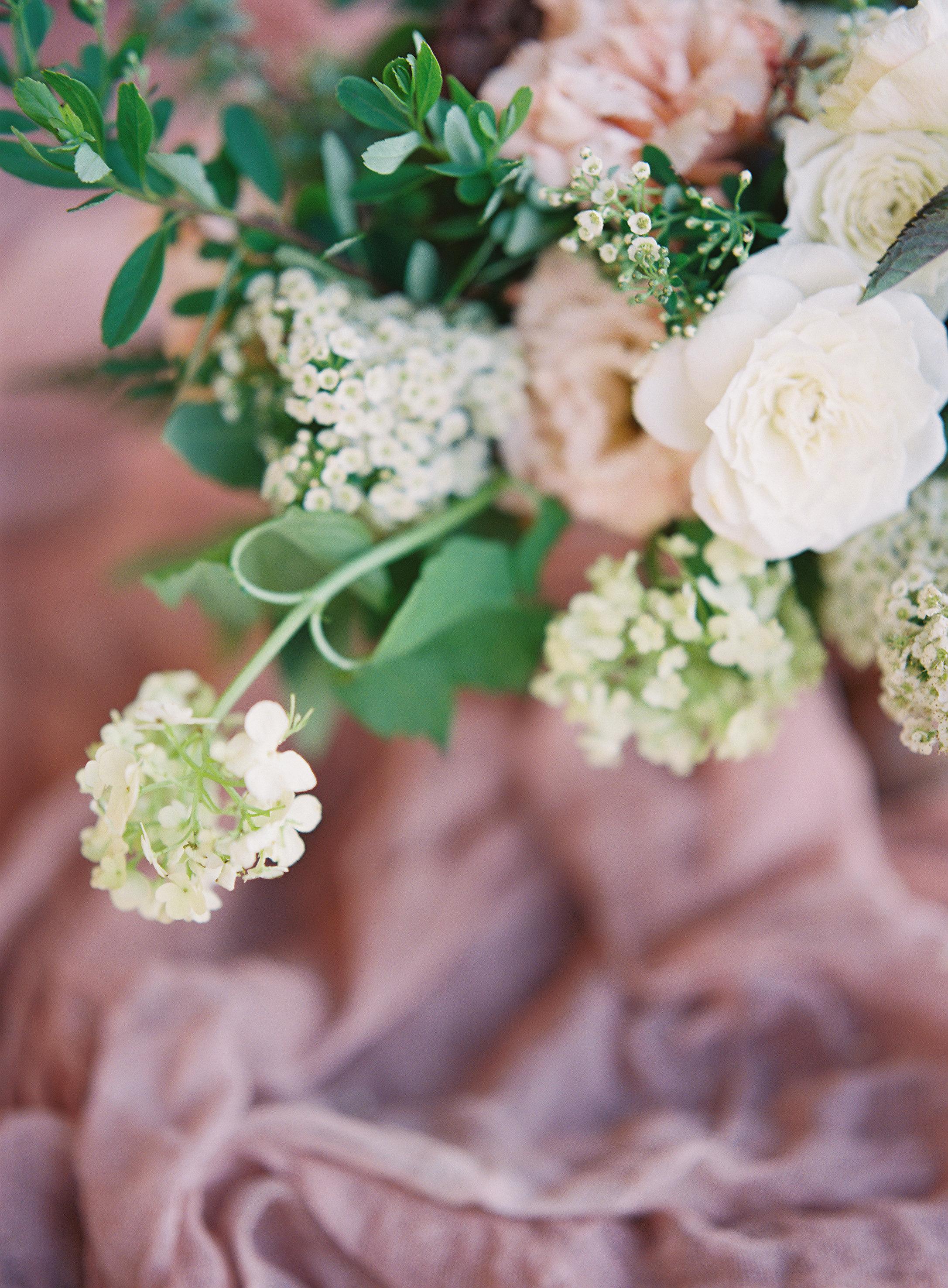 jessica-zimmerman-events-arkansas-mountain-wedding-floral-arrangment-mauve.jpg