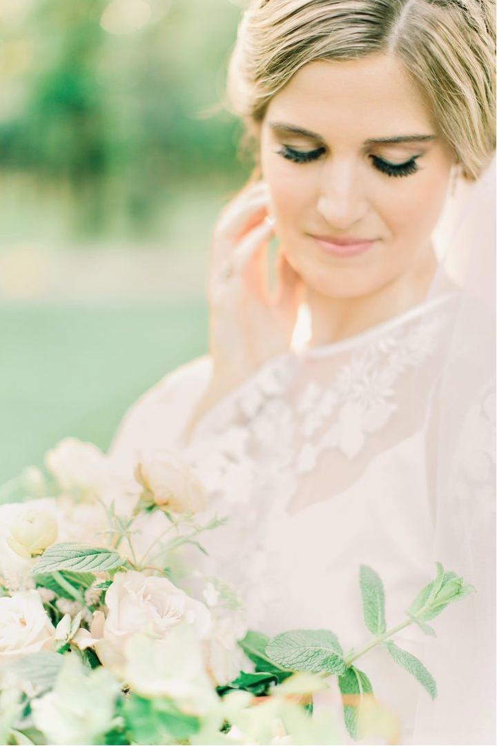 jessica-zimmerman-southern-wedding-boho-bridal-portraits-neutral-bouquet.png