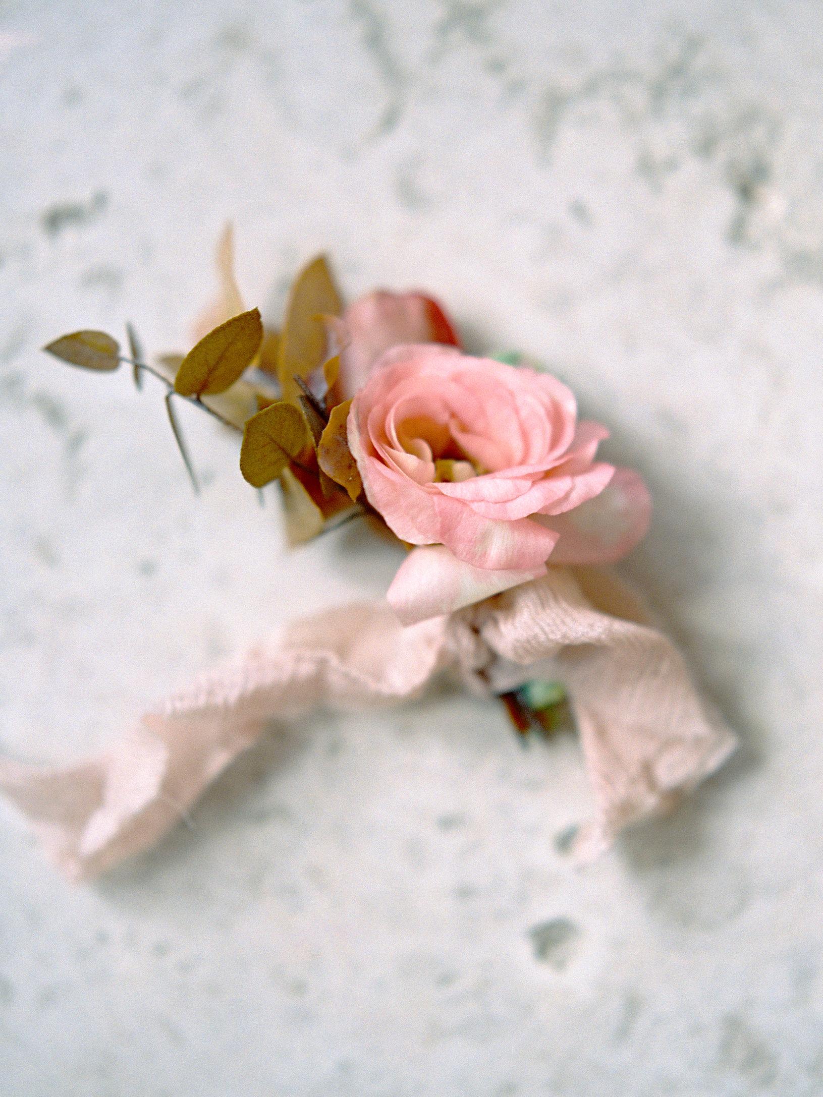jessica-zimmerman-events-sunstone-boutonniere-ribbon.jpg