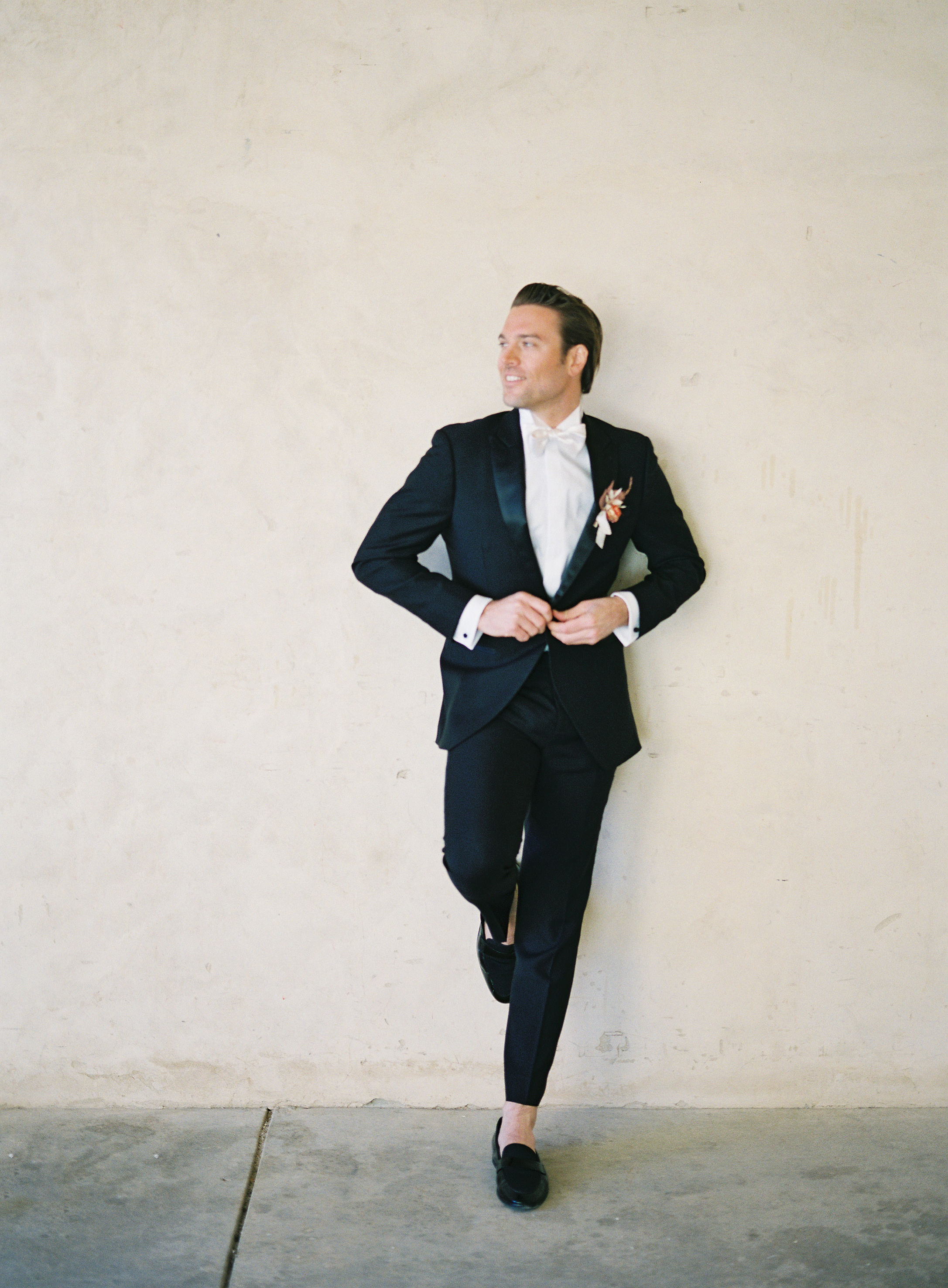 jessica-zimmerman-events-sunstone-groom-black-suit.jpg