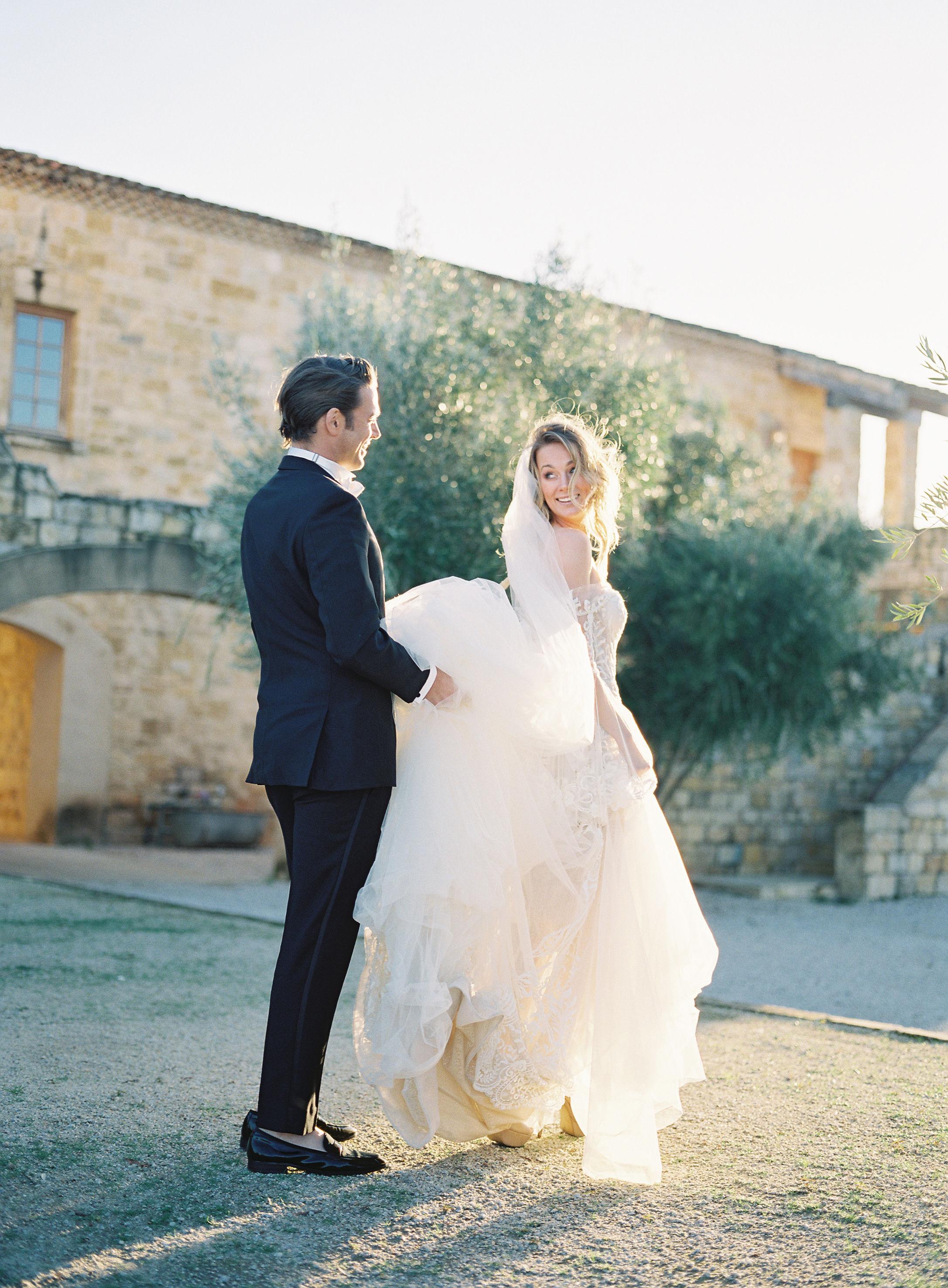 jessica-zimmerman-events-sunstone-wedding-groom-bride-veil.jpg
