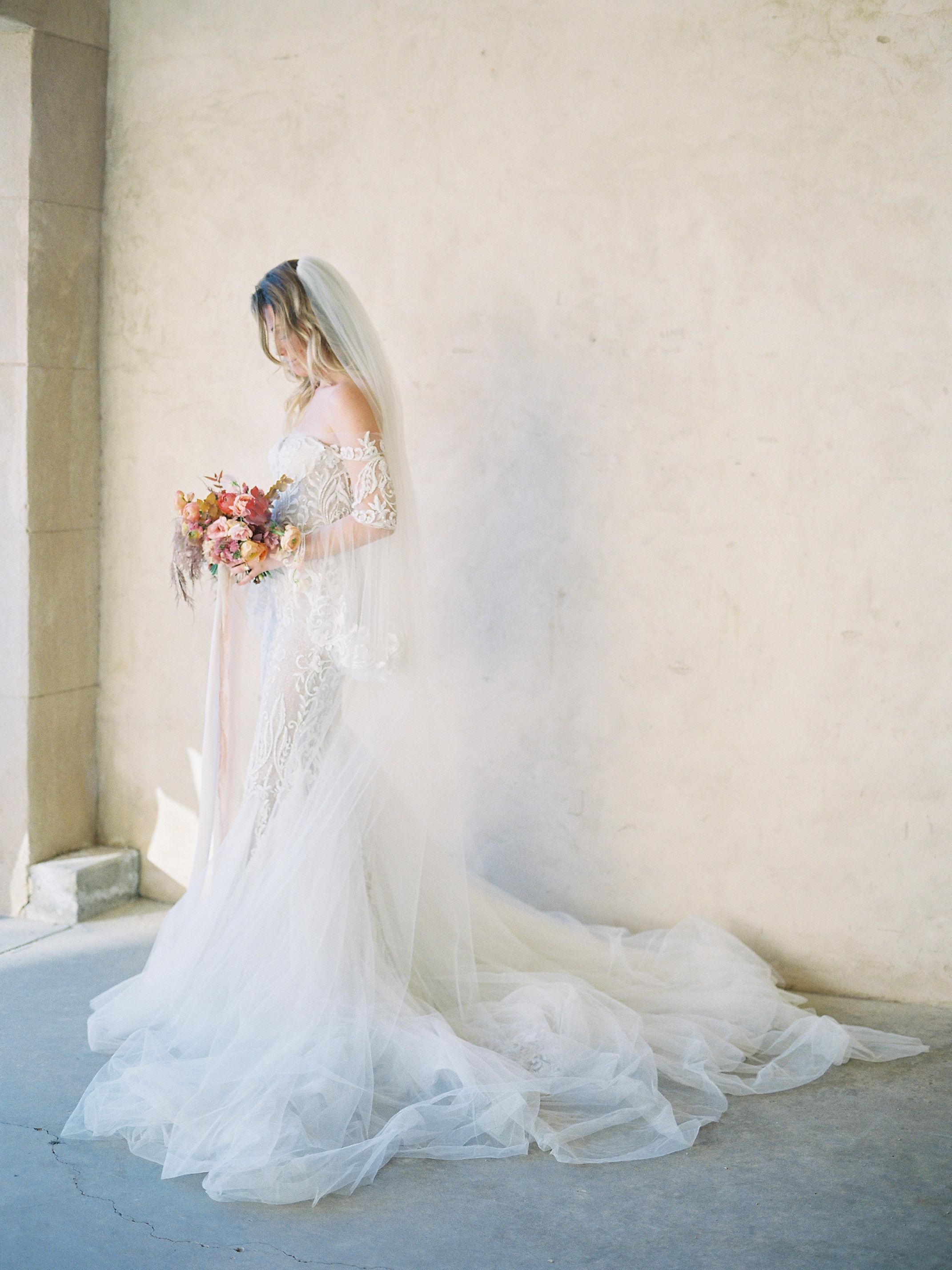 jessica-zimmerman-events-sunstone-bridal-bouquet-veil-gown.jpg