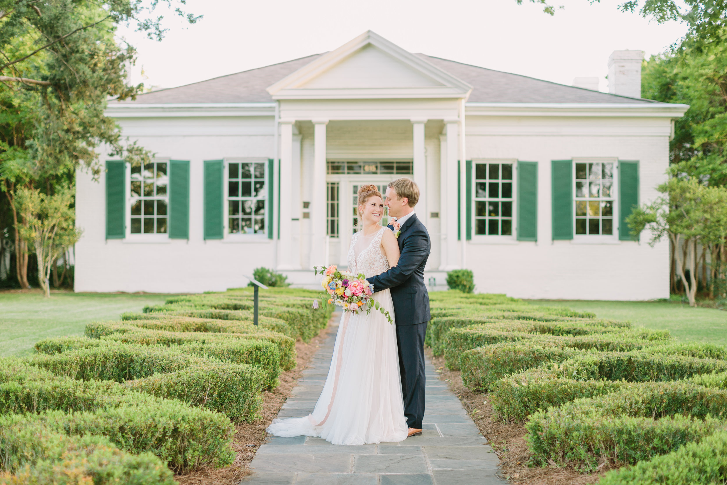 jessica-zimmerman-events-summer-wedding-colorful-venue.JPG