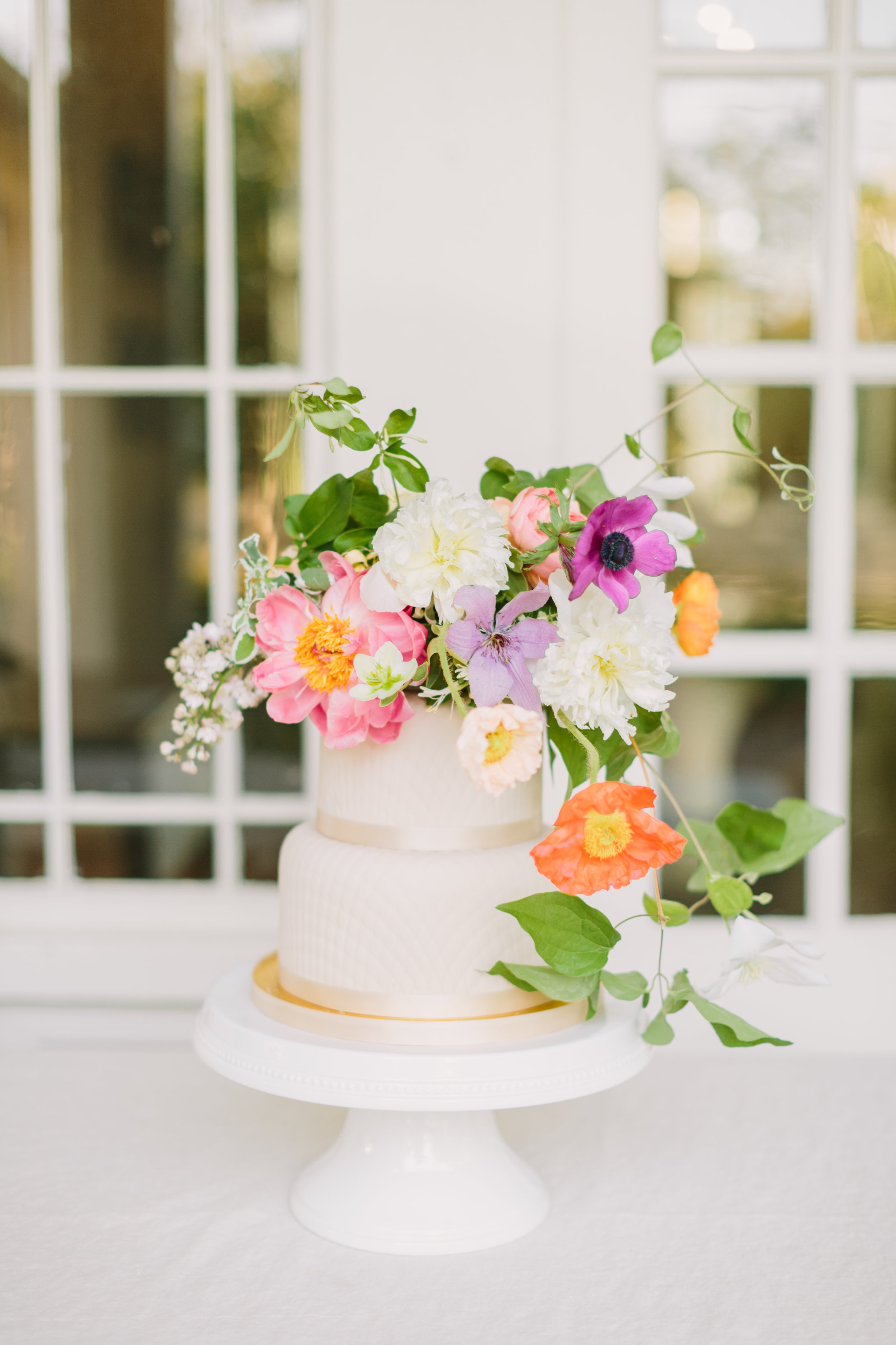 jessica-zimmerman-events-wedding-arkansas-education-summer-color-cake.JPG