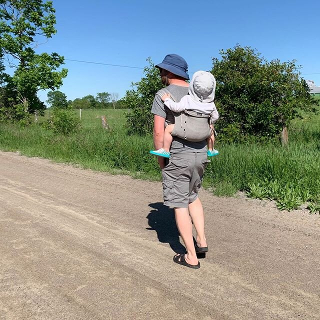 当世界上的一切都让我不知所措的时候,我感到非常幸运,有这个人在我身边帮我分担重担,爱我们可爱的宝贝父亲节快乐,所有的爸爸们!在这个大日子里给任何需要额外爱的人发送虚拟的拥抱❤️