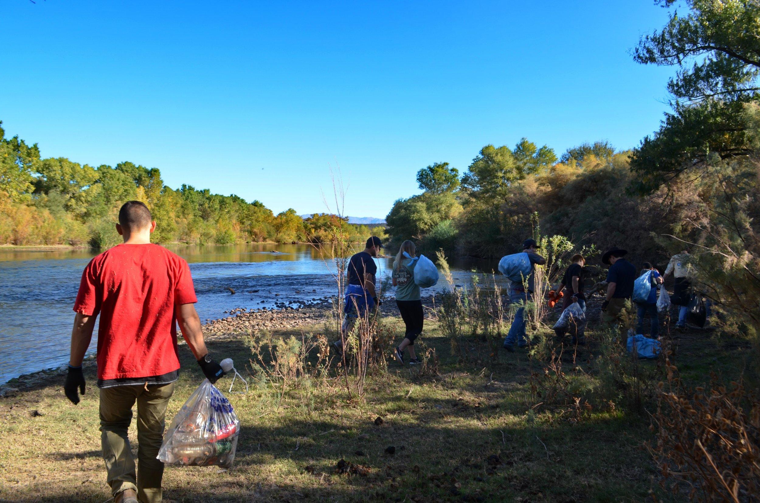 Salt River Cleanup 11-24-17 140.jpg