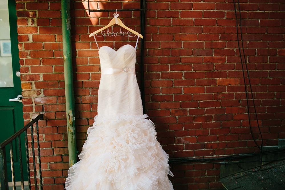002-urban-wedding-dress-photo.jpg