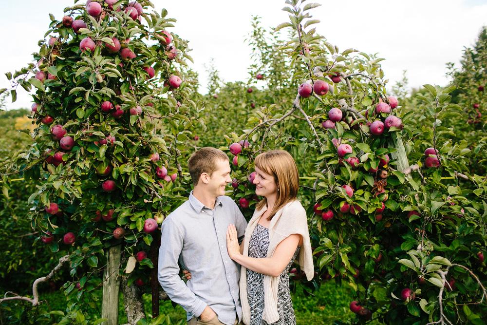 003-apple-picking-engagement-session.jpg