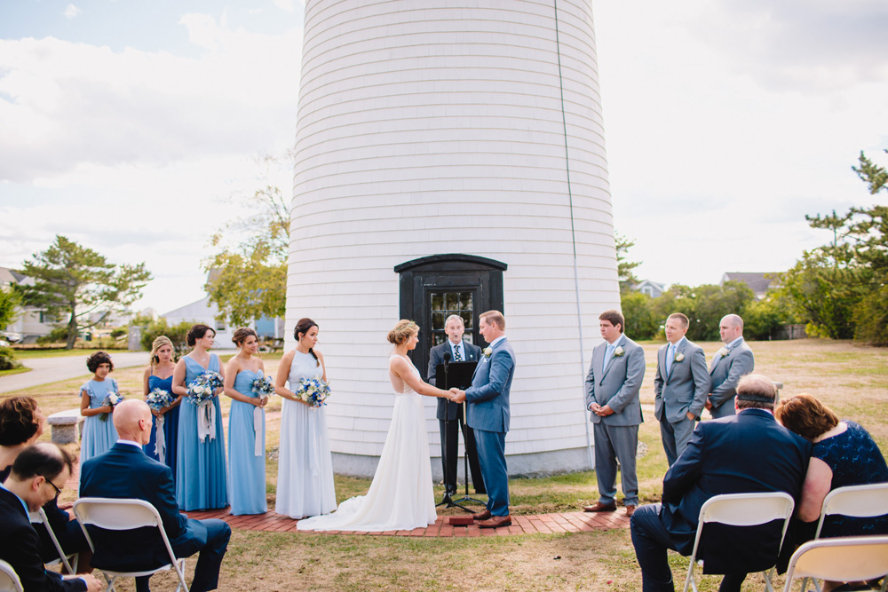 031-newburyport-harbor-light-wedding.jpg