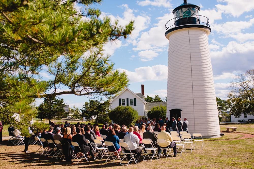 033-newburyport-harbor-light-wedding.jpg