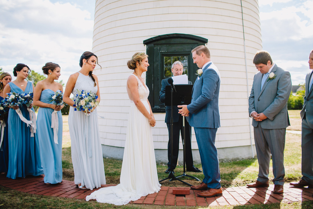 037-newburyport-harbor-light-wedding-ceremony.jpg