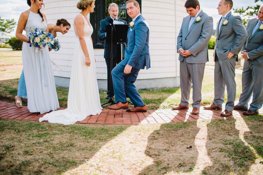 038-newburyport-harbor-light-wedding-ceremony.jpg