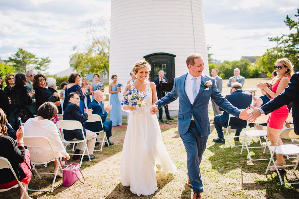 040-newburyport-harbor-light-wedding-ceremony.jpg