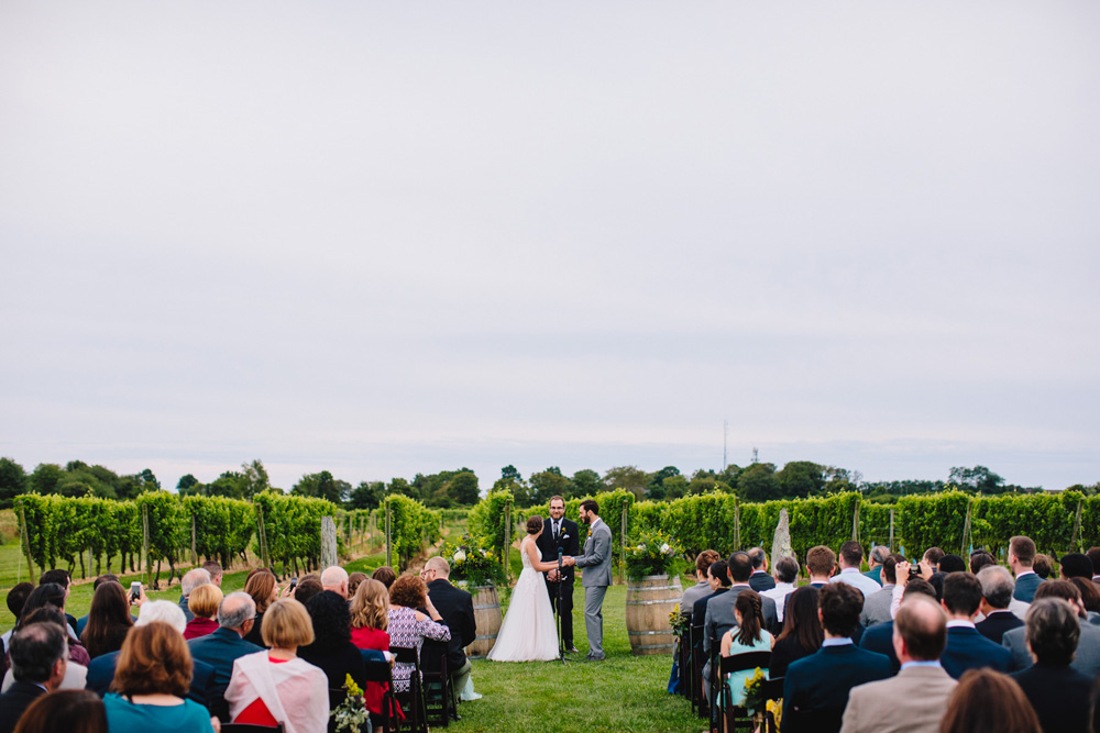 031-newport-vineyards-wedding-ceremony.jpg