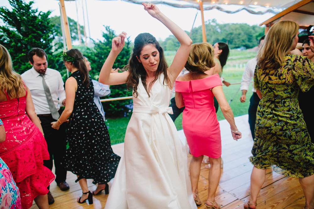114-coonamessett-farm-wedding-reception.jpg