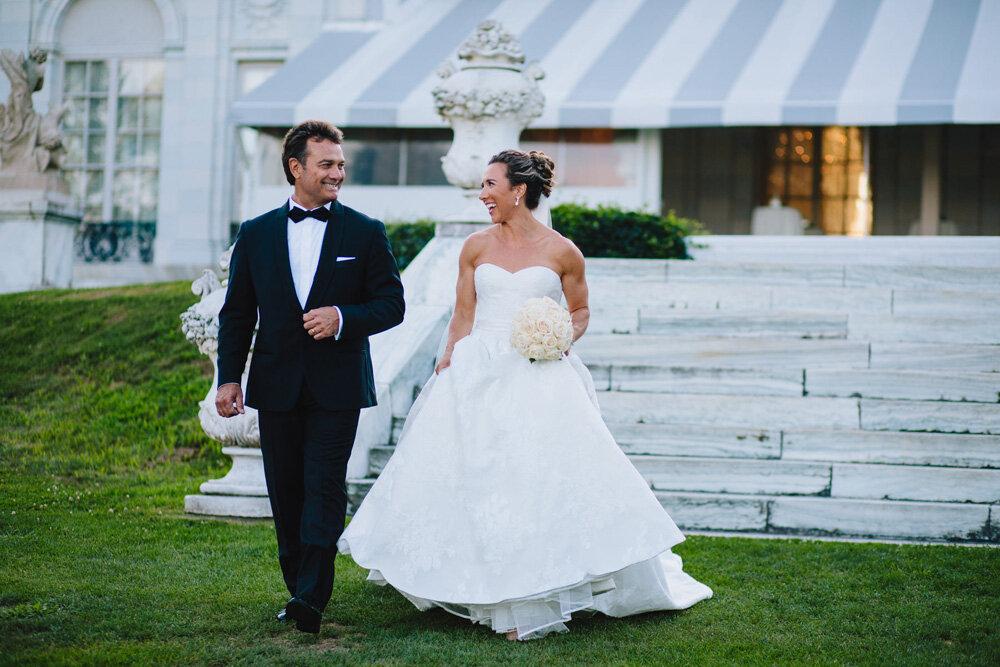066-rosecliff-wedding-ceremony.jpg