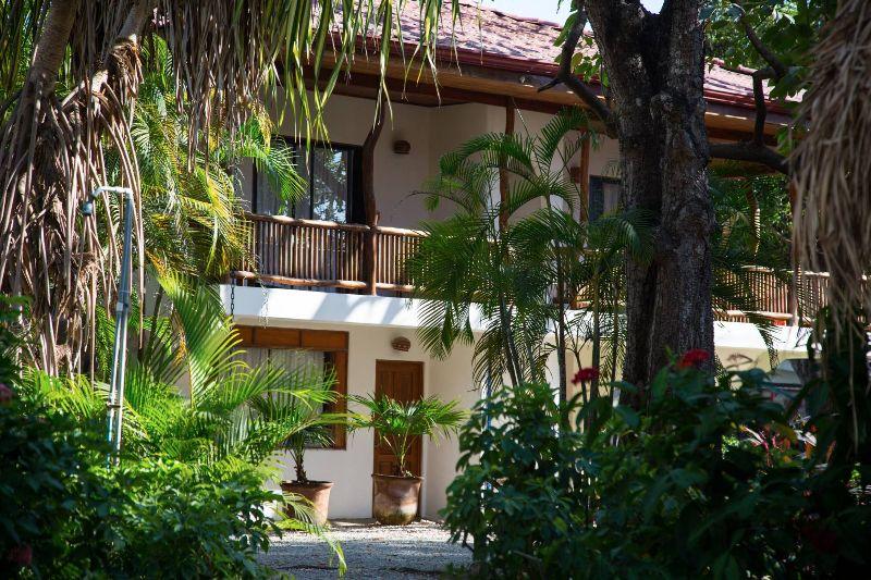 nosara-beach-house-100-of-178-2000x1333-800x533.jpg