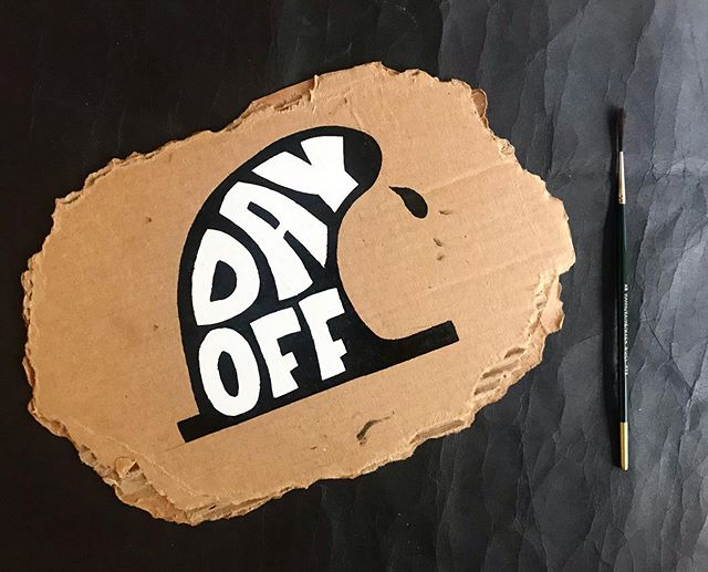 Fun quick painting from the other night, complete with pinky smudges 🤙🏼 . . . . . #calvertillustrations #illustrator #painting #sketch #design #surfing #surfboardfin #surfart #dayoff #oneshotpaint #lettering #typography