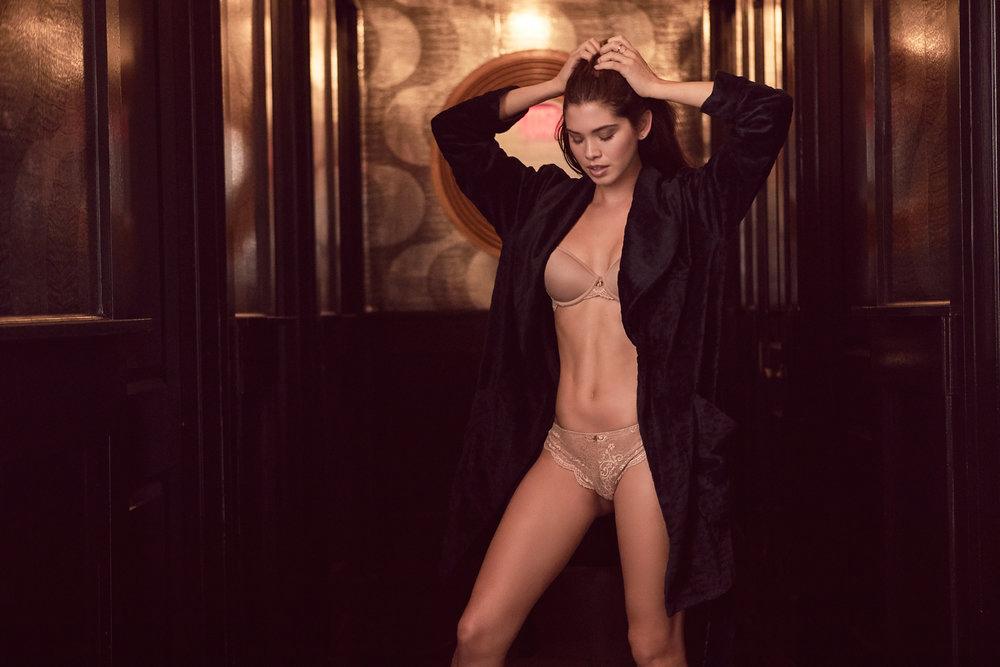027-25_Nude_Lace_Tshirt_Giza_3059_web.jpg