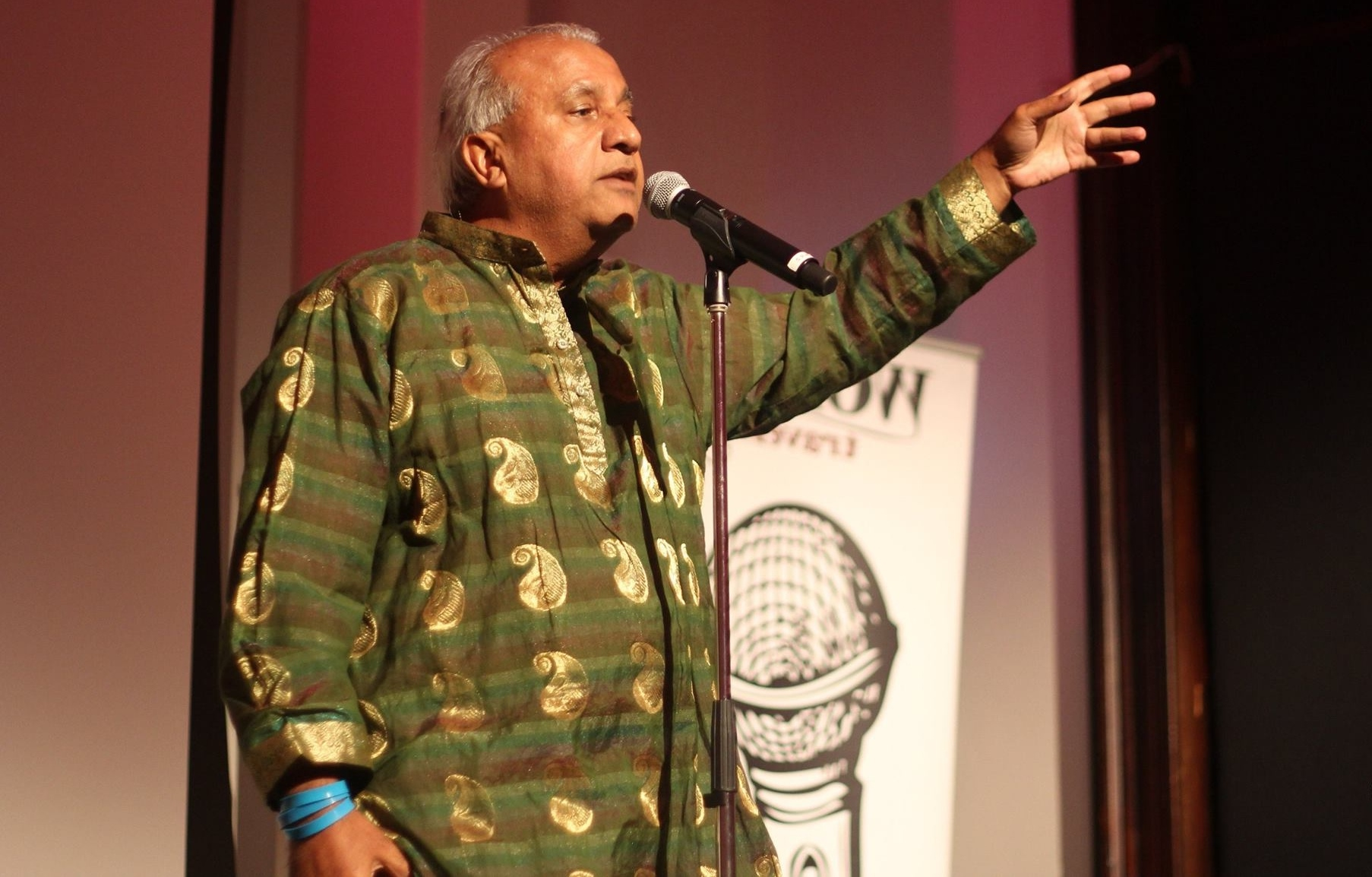 Spoken word artist  Bhupen Thakker  performing at the 2017 Multilingual Poetry Slam