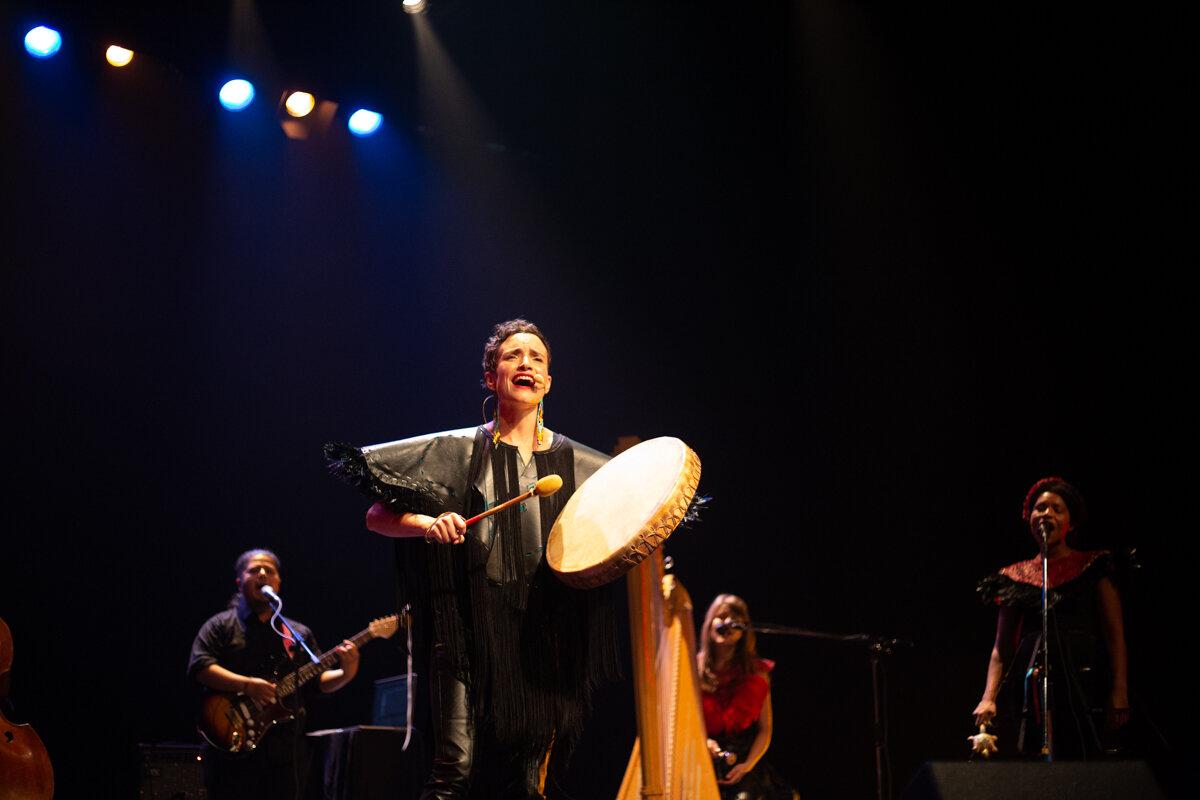 Metis Performing Writer, Moe Clark (photo by Kinga Michalska)