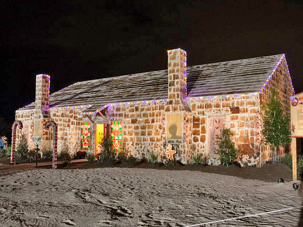 worlds-biggest-gingerbread-house