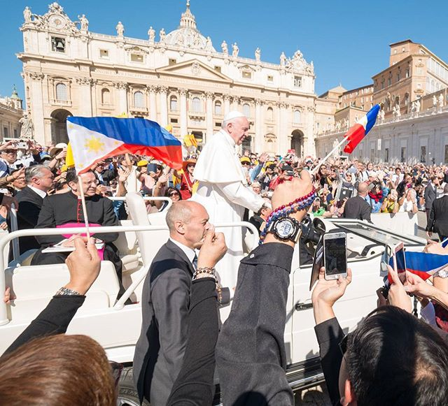 Lolo Kiko Lolo Kiko! #popefrancis beginning our pilgrimage in Rome and the Vatican to Our Lady of Fatima for the 100th year celebration