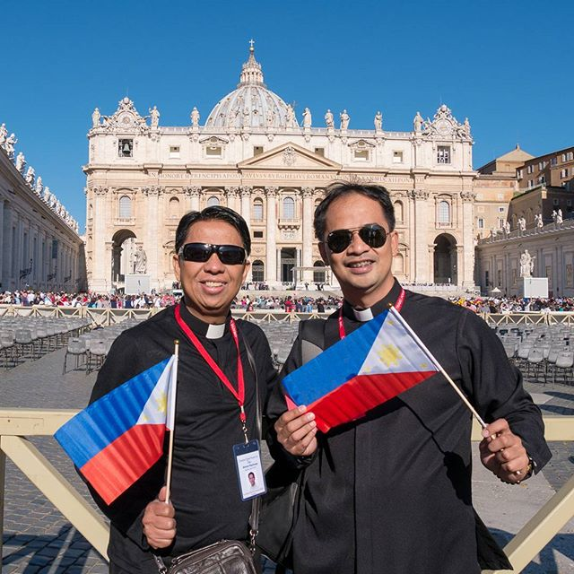 Our chaplains for #MarianPilgrimage Rev Fr Glenn Paul Gomez and Rev Fr. Nap Baltazar at St. Peter's Square for the Audience with Pope Francis #napglenn2017