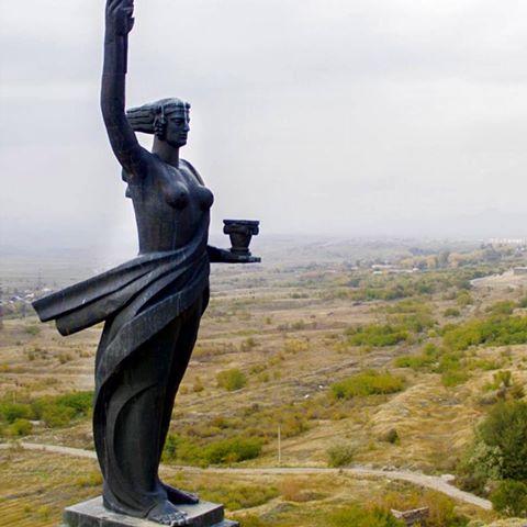 «Мать-Армения» Ара Саркисян, Гюмри