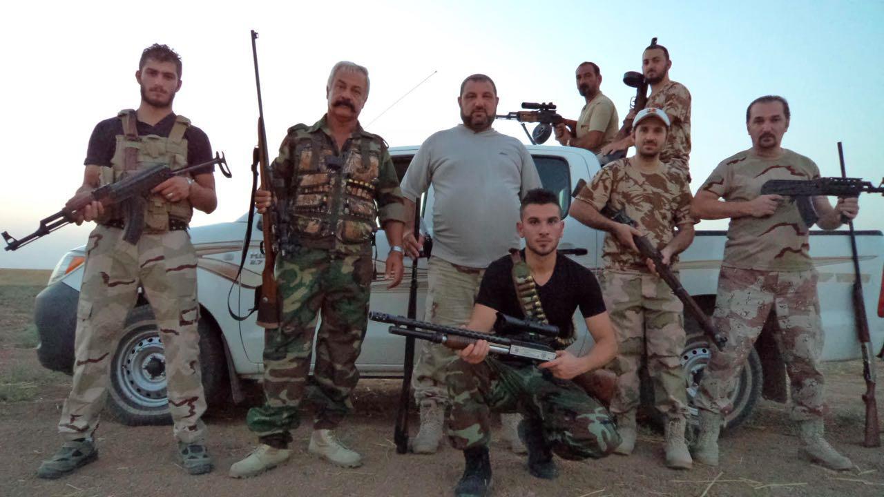 Храбрые мужчины на защите своего селения.
