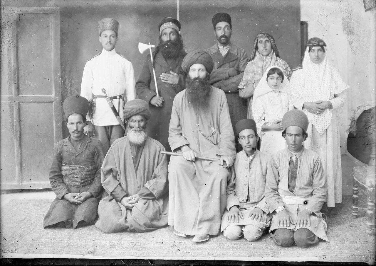 Персидская семья.jpg