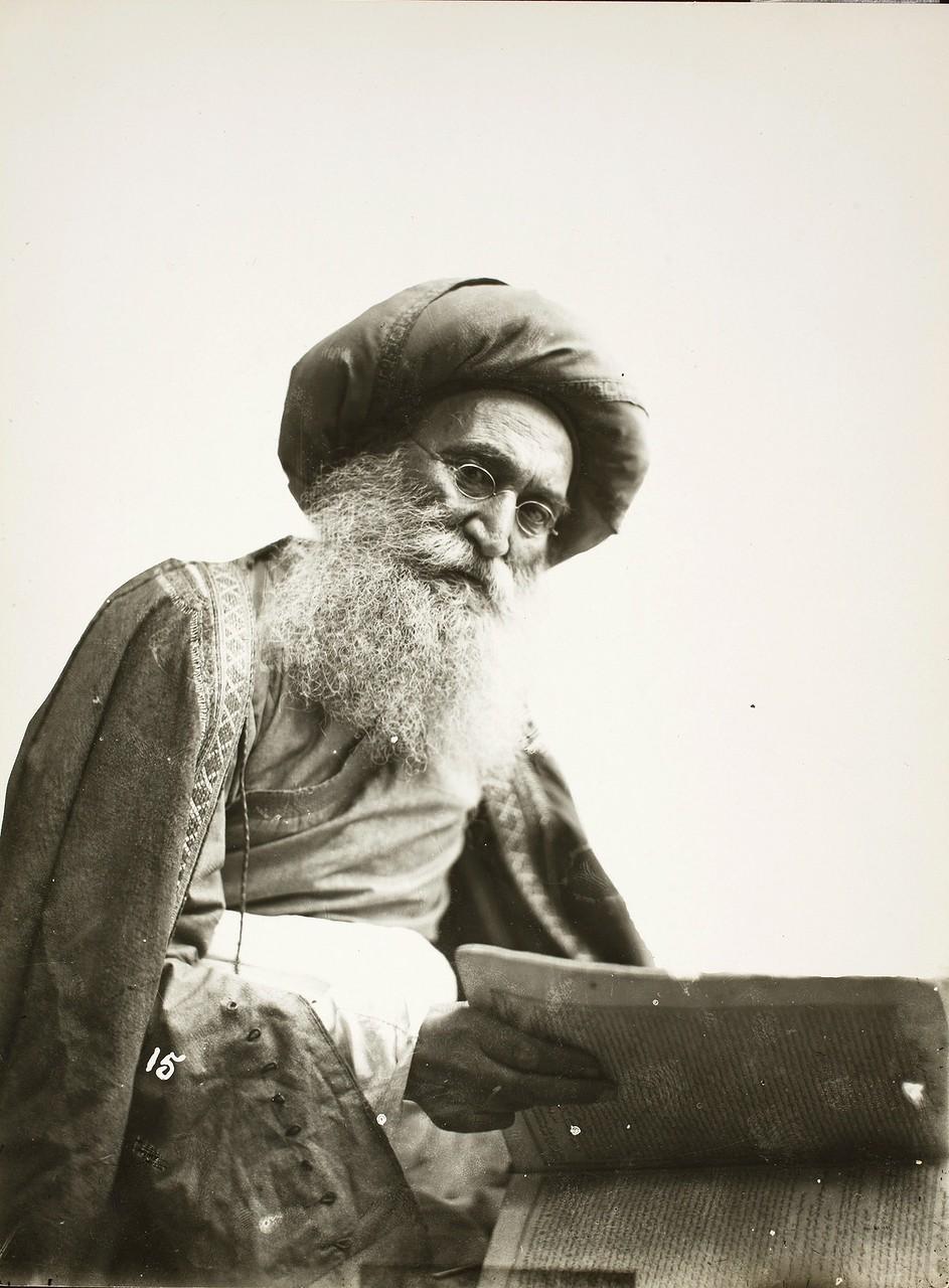 Портрет известного еврейского врача Хаким Нур Махмуда.jpg