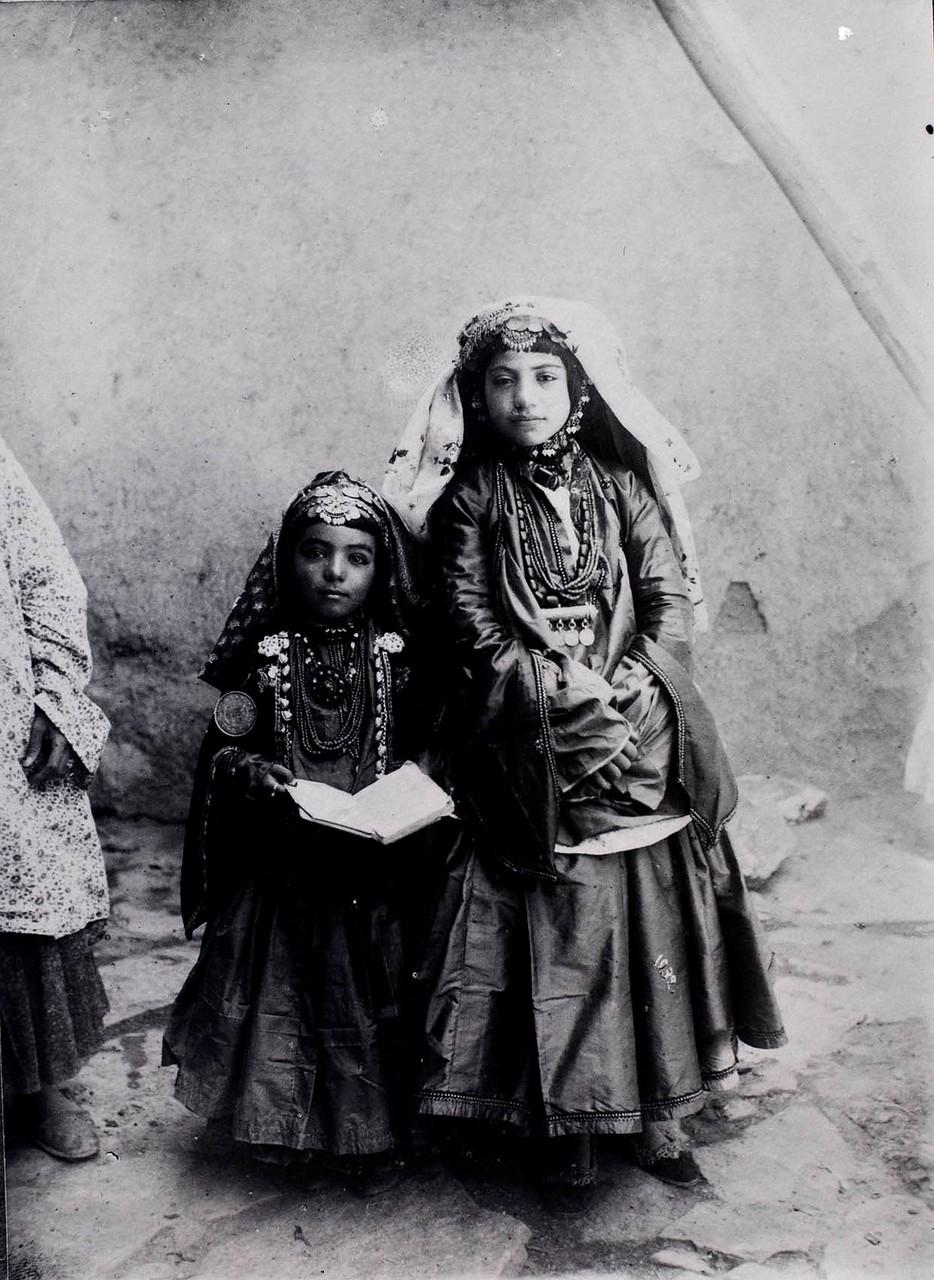 Две девочки из кочевого племени.jpg