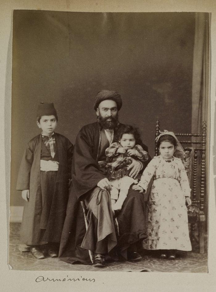 Армянская Семья армянин, 1823-1886гг 1880г. Лос Анжелес, Исследовательский Институт имени Гетти..jpg