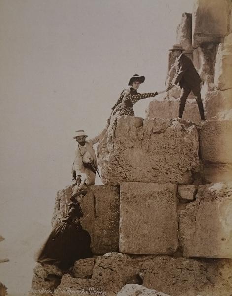 Восхождение на пирамиду Хеопса.jpg