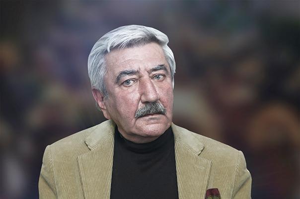 Рубен Асратян родился 24 сентября 1943 года вЕреване, в семье государственного деятеля Григора Асратяна.Окончил ЕрПИ в 1967 году.Член Союза архитекторов с 1978 года.