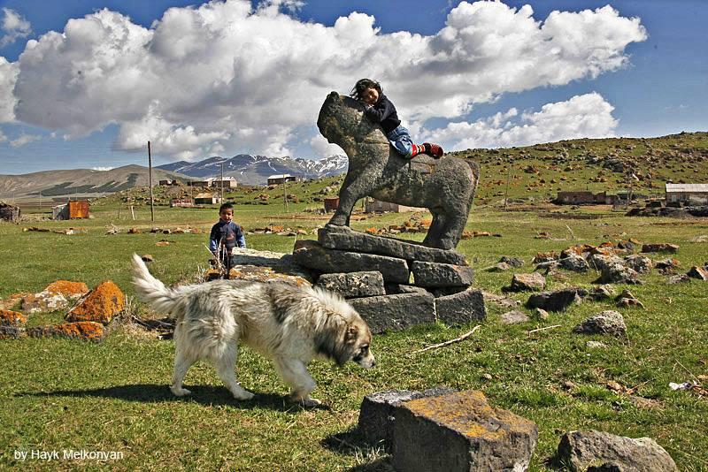 Древность и юность вечной Армении. Фото Айка Мелконяна