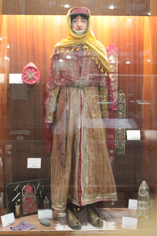 Экспозиция в музее возле армянского храма в Джульфе(Иран)pickupclub.ru