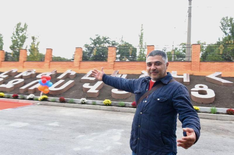 Инициатор проекта Гайк Закарян и памятник армянскому алфавиту в Запорожье | iz.com.ua