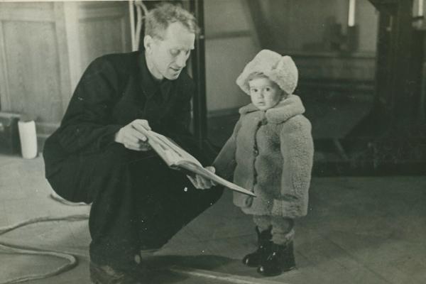 Борис Пиотровский с маленьким сыном Мишей   rg.ru