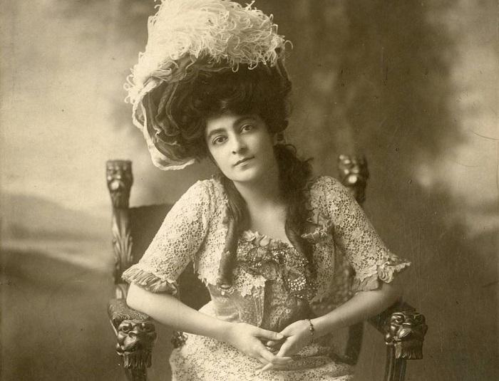 Флора Забел, 1902