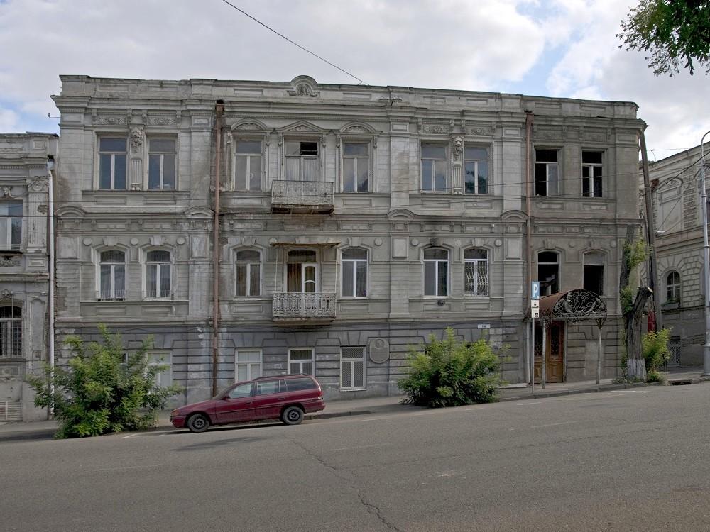 Дом в Тбилиси, где жил Туманян и собирался «Вернатун»