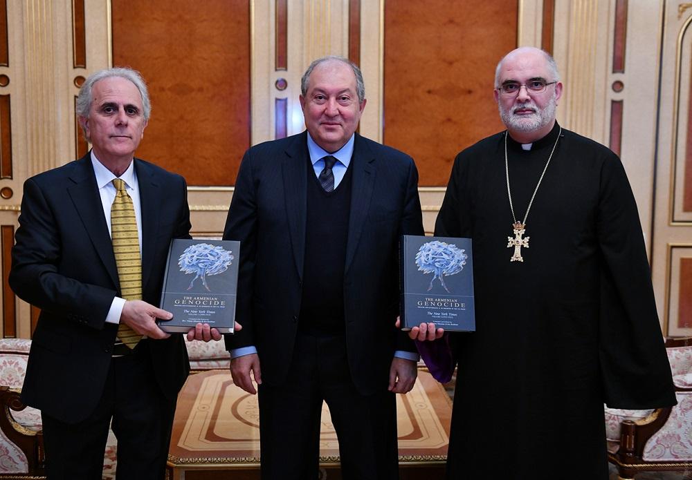 Отец Ваан Оганян и Ара Кетибян на встрече с президентом Армении 15 марта | president.am