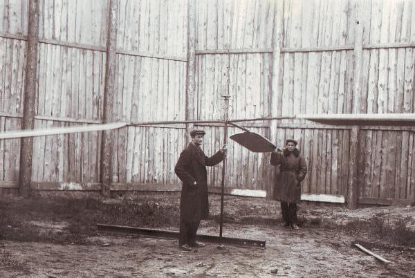 Испытания винта электровертолета. На первом плане Андраник Иосифьян ǁ  авиару.рф