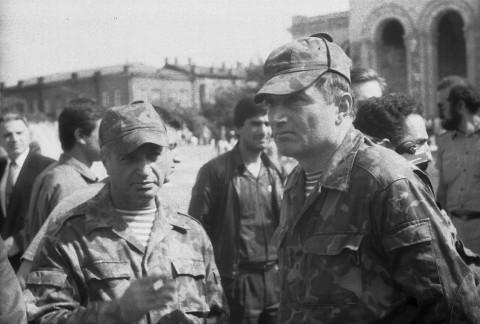 Командос во время военного парада на площади Республики в Степанакерте (28 мая 1992 года)
