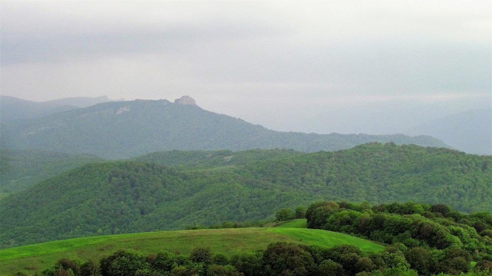 Вид на Сорочью крепость (Качахакаберд) ©Евгения Филатова